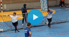 Découvrez en images une discipline paralympique dédiée aux sportifs déficients visuels: le goalball.
