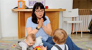 Vous souhaitez exercer une activité auprès des jeunes enfants? Pourquoi ne pas devenir assistant maternel? Le Département délivre l'agrément nécessaire et veille à leur formation professionnelle.