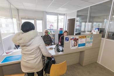 Et un service public de plus en      Val-de-Marne