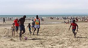 Le 7 août dernier, près de 1400 Val-de-Marnais ont bénéficié d'une escapade sur la plage de Fort Mahon. Une journée qui reste dans les mémoires pour ces familles qui ne partent pas en vacances.