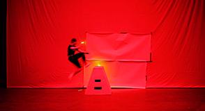 Samedi 4 novembre, le MAC VAL s'invite aux 40 ans du Centre Pompidou à Paris. Au programme: vidéo, photographie et mouvement... Venez découvrir les performances et les projections des artistes en herbe!